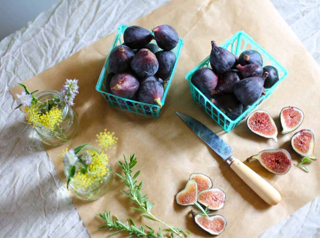Three easy recipes using fresh figs. www.studiodelicious.com