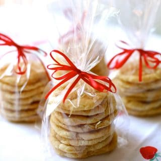 snickerdoodles in cellophane bags with red ribbons